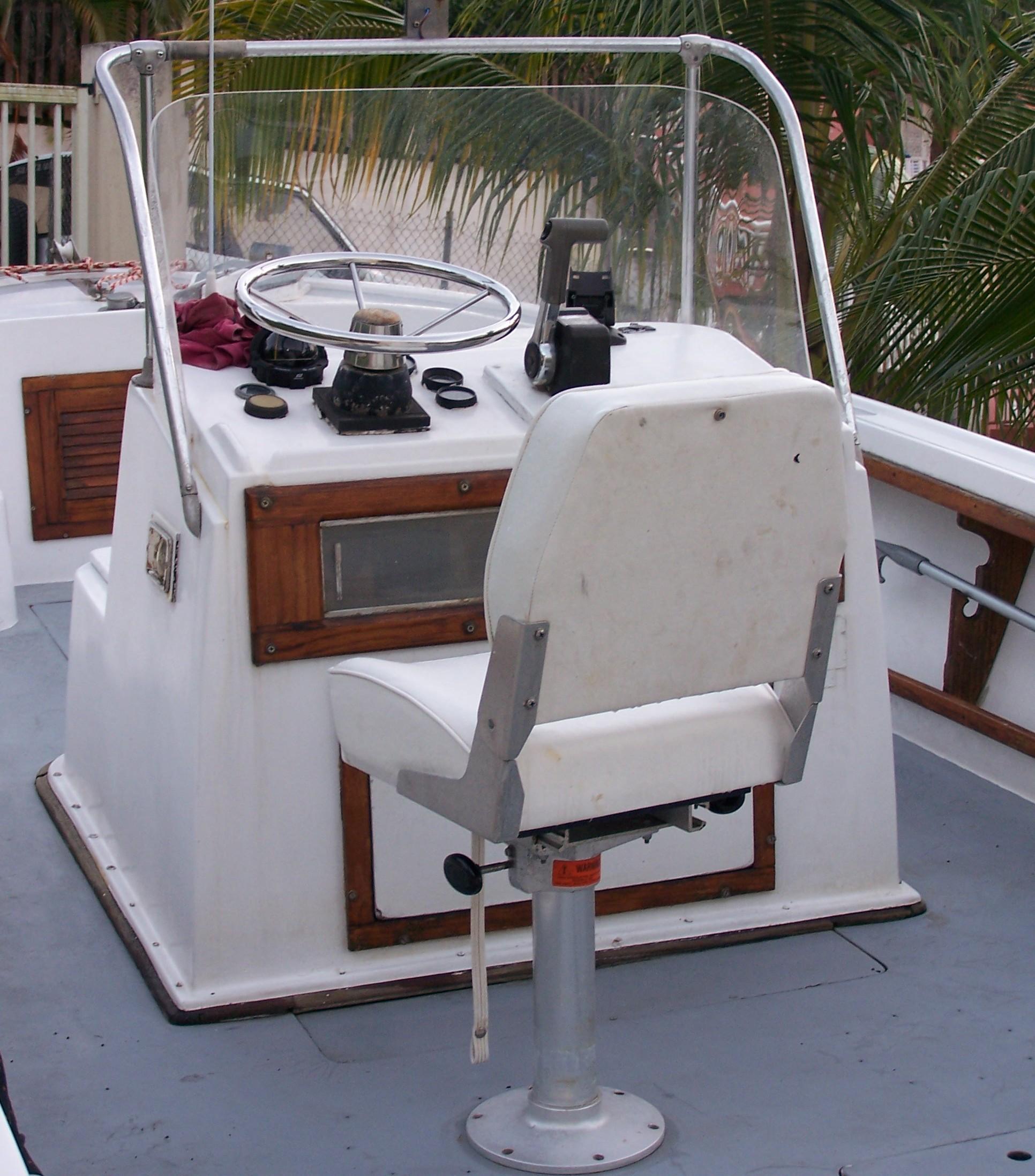 site de présentation d'un bateau à moteur hors bord en vente - Blog Console Pilotage Pour Bateau on